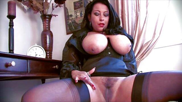 Ebano ragazza lecca figa ebano cameriera sul tavolo siti streaming film porno da biliardo
