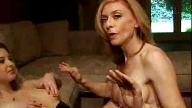 Rossa con una faccia impertinente film porno gratis per impara mentre lecca